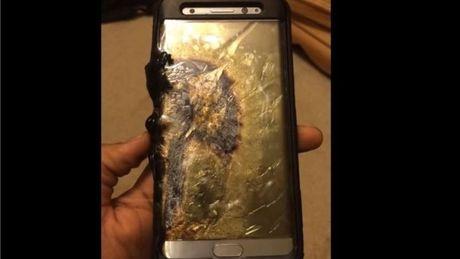 My chinh thuc cam mang Galaxy Note 7 len may bay - Anh 1