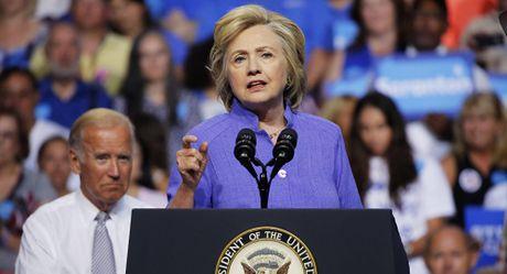 Ba Clinton de doa 'bua vay Trung Quoc' - Anh 1