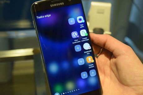 Galaxy S7 edge 'so gang' cung iPhone 7 - Anh 2