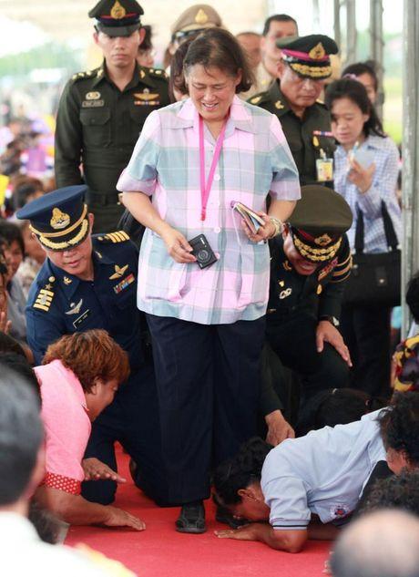 Nang 'Cong chua Thien than' khong mang vuong vi duoc nguoi dan Thai Lan het muc yeu kinh - Anh 8