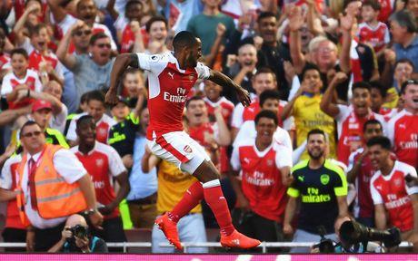 TRUC TIEP (Hiep 2) Arsenal 2-1 Swansea: Doi khach co ban go - Anh 1