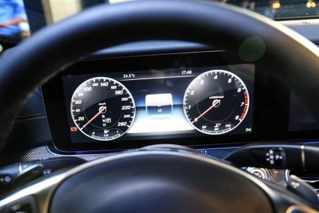 Chi tiet Mercedes E300 AMG gia tren 3 ty vua ra mat tai VN - Anh 10