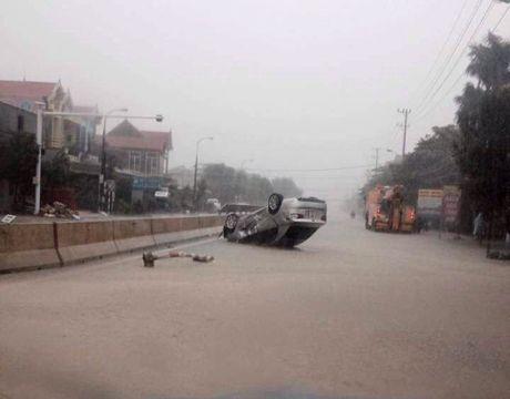 Quang Binh: Lu lich su, hang ngan ngoi nha chim trong bien nuoc - Anh 7