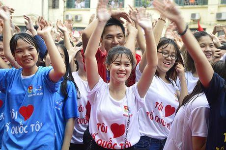 Hon 3.000 ban tre Ha Noi doi mua xep hinh ban do Viet Nam - Anh 1