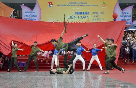 Hon 3.000 ban tre Ha Noi doi mua xep hinh ban do Viet Nam - Anh 4