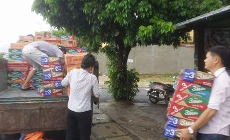 Tren 54.000 ngoi nha o Quang Binh bi nhan chim,12 nguoi chet va mat tich, 11 tau ca bi chim - Anh 2