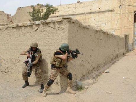 Dung do ac liet giua quan doi Libya va IS, 14 binh si thiet mang - Anh 1