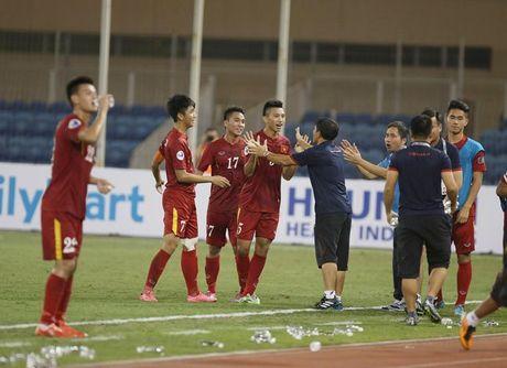 Chum anh: U19 Viet Nam 'tao dia chan' khi danh bai a quan giai chau A - Anh 7