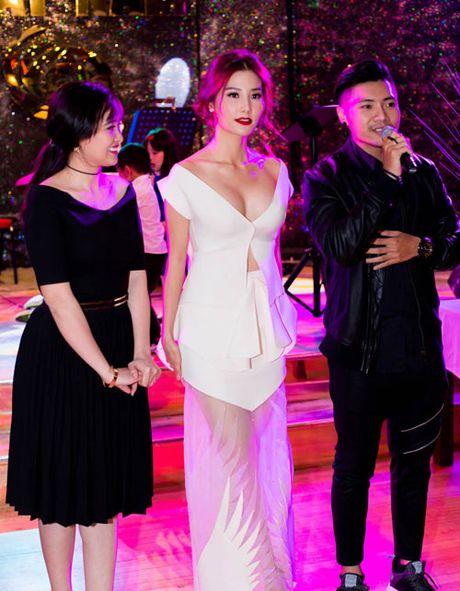 Huyen My, Ha Ho 'thong tri' bang xep hang top mac dep - Anh 14