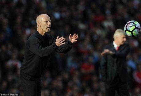 Arsenal 3-2 Swansea: Walcott va Ozil lam, Xhaka pha - Anh 8