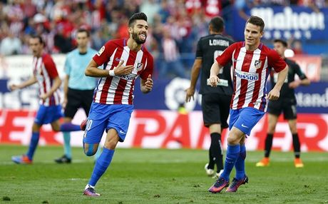 Huy diet Granada, Atletico Madrid giu vung ngoi dau bang - Anh 2