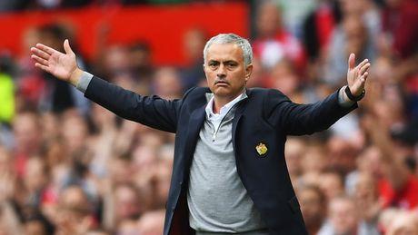 Doi dau Liverpool, Mourinho gap rut lay long trong tai chinh - Anh 1