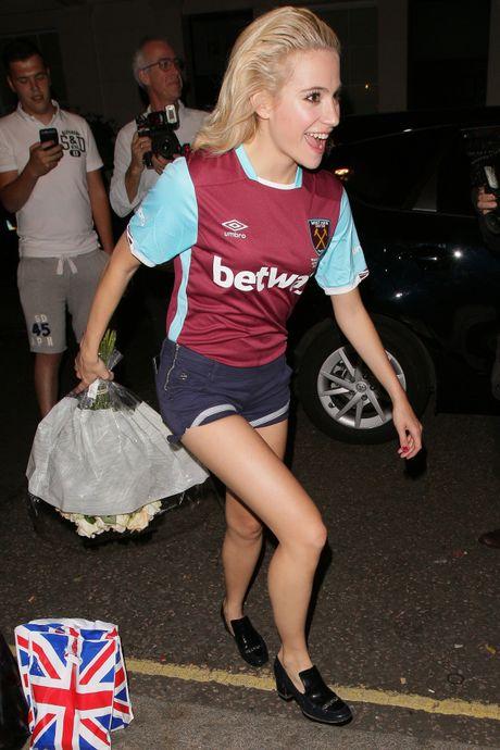 CDV West Ham rao ruc voi Pixie Lott - Anh 4