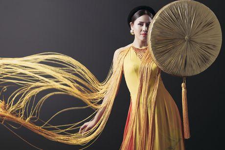 Ngam trang phuc dan toc cua Nguyen Loan tai Miss Grand International - Anh 7