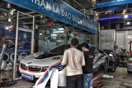 Dan choi Da Nang do tem dau cho sieu xe BMW i8 - Anh 2