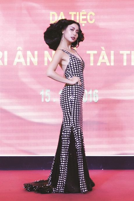 Lai Thanh Huong tai xuat san catwalk sau khi doat giai tai Hoa hau Cac quoc gia - Anh 4