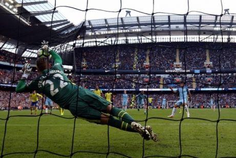 Hai lan sut hong 11 met, Man City hoa may man truoc Everton - Anh 1