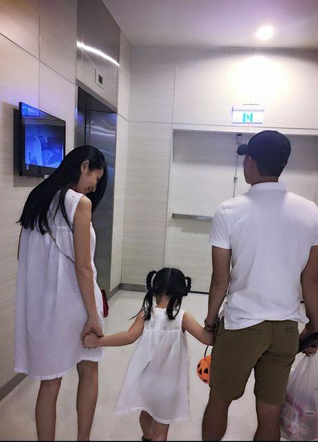 Sao Viet 16/10: BB Tran chan thon dai nhu sieu mau, Linh Miu tuoi roi sau scandal lo nguc - Anh 1