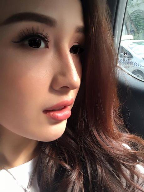 Sao Viet 16/10: BB Tran chan thon dai nhu sieu mau, Linh Miu tuoi roi sau scandal lo nguc - Anh 2