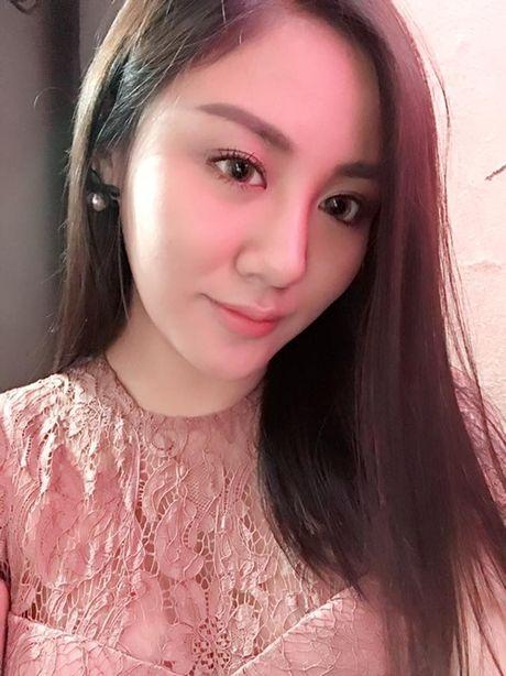 Sao Viet 16/10: BB Tran chan thon dai nhu sieu mau, Linh Miu tuoi roi sau scandal lo nguc - Anh 5