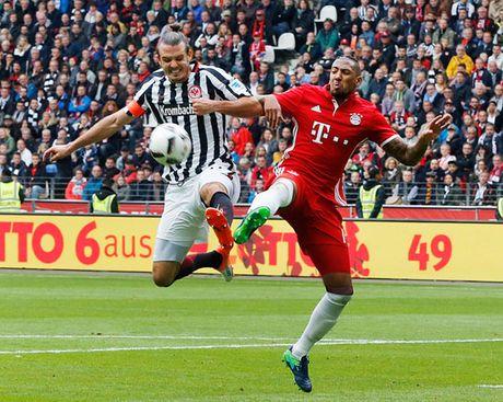 Bayern bat ngo bi Frankfurt cam chan - Anh 1