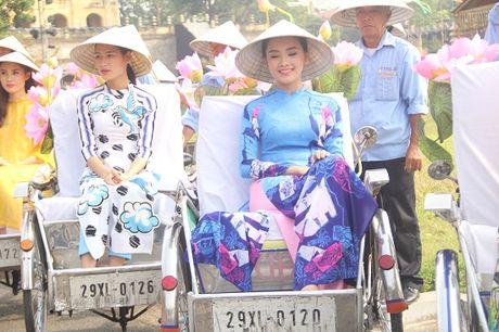 Ao dai tung bay tren cac tuyen pho Ha Noi - Anh 8