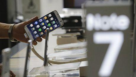 Xuat khau anh huong lon sau khi Samsung ton that nang vi Galaxy Note 7? - Anh 1