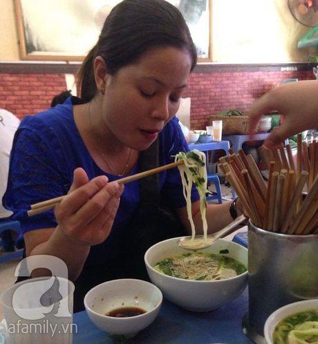 Quan bun chui Ngo Sy Lien bay gio: Cang chui cang dong khach, khong chui nua thay buon! - Anh 7