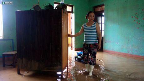 Quang Binh: Bun dat phu day den 10cm o truong hoc sau mua lu - Anh 9
