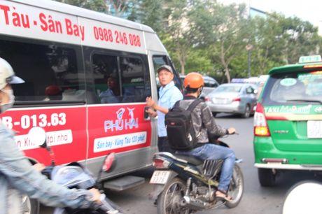 "Nhuc nhoi xe ""du"" san bay ""lon thuoc"" hoat dong ram ro - Anh 5"