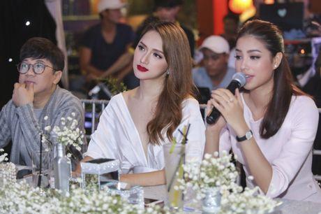 Huong Giang Idol goi cam do nhan sac cung Pham Huong - Anh 1