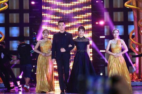 Kim Ung 2016: Trieu Le Dinh an banh bao don sinh nhat, Duong Duong hon fan qua dien thoai - Anh 2