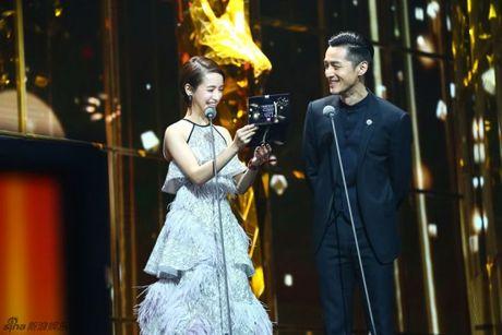 Kim Ung 2016: Trieu Le Dinh an banh bao don sinh nhat, Duong Duong hon fan qua dien thoai - Anh 4