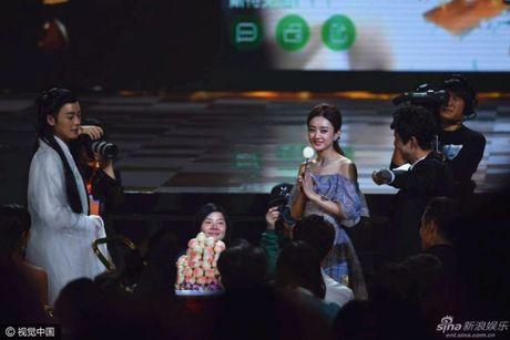Kim Ung 2016: Trieu Le Dinh an banh bao don sinh nhat, Duong Duong hon fan qua dien thoai - Anh 7