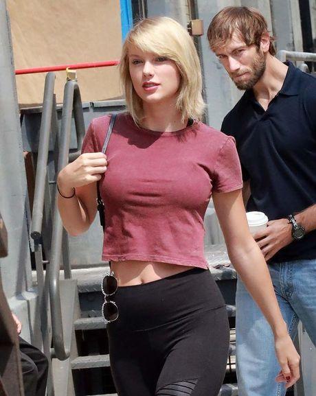 Ngay nao con bi che 'lep', vong 1 cua Taylor Swift gio day da nong bong hon bao gio het - Anh 9