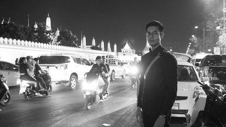 Loat than tuong Kpop, sao Thai den Dai su quan va Cung dien de vinh biet Quoc vuong Bhumibol - Anh 11