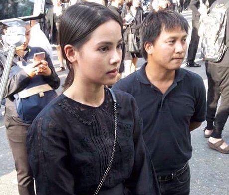 Loat than tuong Kpop, sao Thai den Dai su quan va Cung dien de vinh biet Quoc vuong Bhumibol - Anh 12