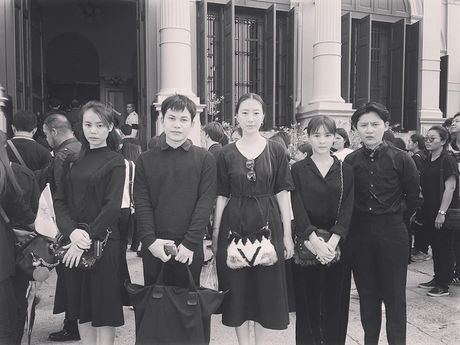 Loat than tuong Kpop, sao Thai den Dai su quan va Cung dien de vinh biet Quoc vuong Bhumibol - Anh 5