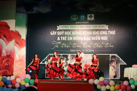 Tre song sinh ca hat gay quy ung ho benh nhi ung thu - Anh 7