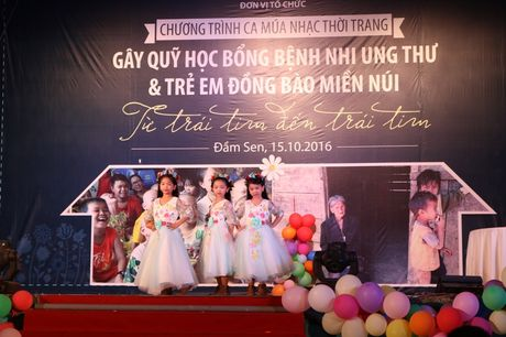 Tre song sinh ca hat gay quy ung ho benh nhi ung thu - Anh 9