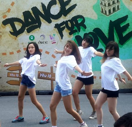 Pho di bo xao dong vi 'xac song' truyen thong diep - Anh 3