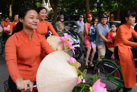 Gan 200 nghe si, nguoi dep dap xe dieu hanh Ao dai o Ha Noi - Anh 13