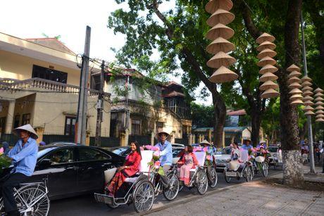 Gan 200 nghe si, nguoi dep dap xe dieu hanh Ao dai o Ha Noi - Anh 16