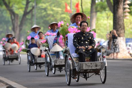 Gan 200 nghe si, nguoi dep dap xe dieu hanh Ao dai o Ha Noi - Anh 5