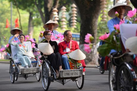 Gan 200 nghe si, nguoi dep dap xe dieu hanh Ao dai o Ha Noi - Anh 6