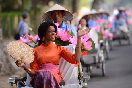 Gan 200 nghe si, nguoi dep dap xe dieu hanh Ao dai o Ha Noi - Anh 7