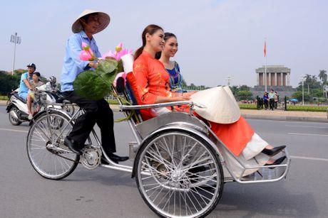 Gan 200 nghe si, nguoi dep dap xe dieu hanh Ao dai o Ha Noi - Anh 9