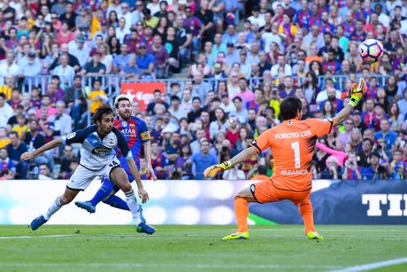 Chi 3 phut, Messi khien Pep phai lo so - Anh 2