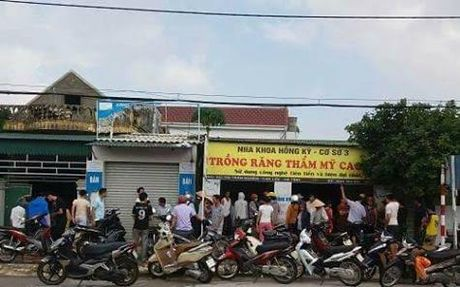 Cau ca mua lu, hai hoc sinh duoi nuoc thuong tam - Anh 1