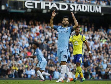 Pep Guardiola ca ngoi Barca het muc, khong that vong khi Man City hoa Everton - Anh 1